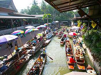 A floating market