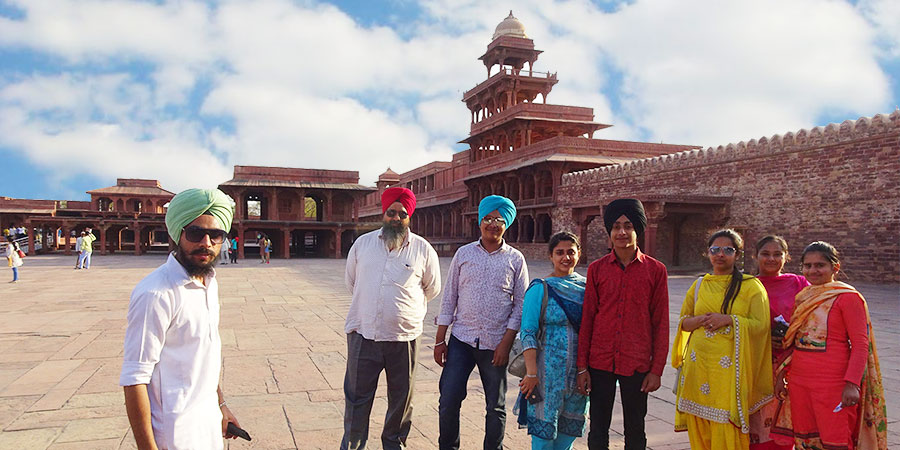 Local people in Indian traditional dress at Fatehpur Sikri