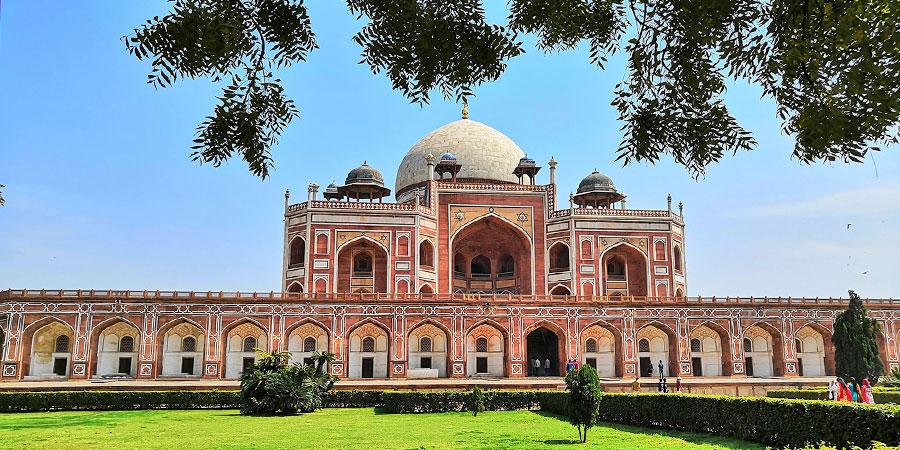 Appreciate the grand architecture of Humayun's Tomb