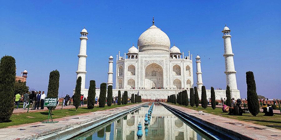 Mavel at the magnificent Taj Mahal