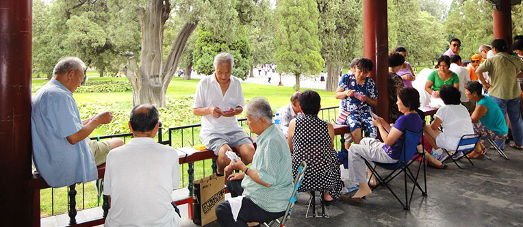 Observe local people's life at the Temple of Heaven