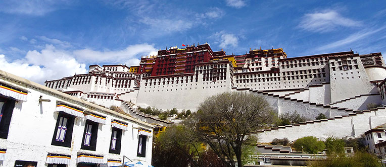 Admire the imposing and magnificent Potala Palace