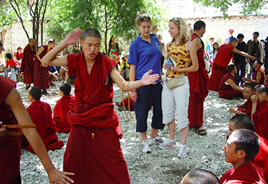 Sutra-debating in Sera Monastery