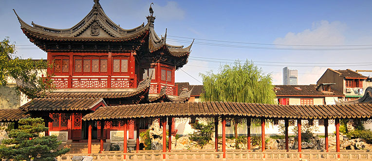Admire the graceful Yu Garden