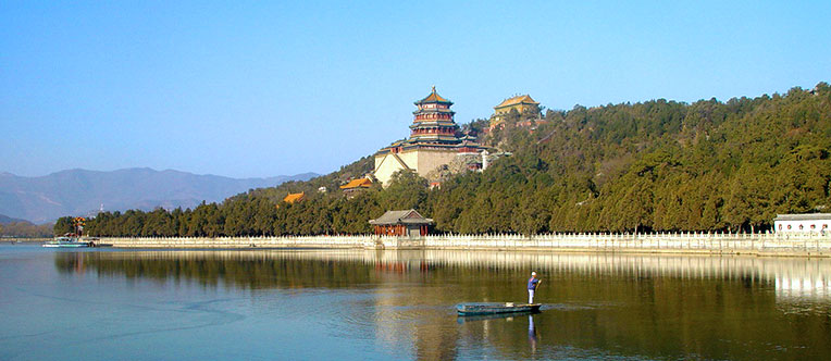 Appreciate the pleasant landscape in Summer Palace