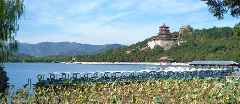 Enjoy the pleasant landscape in the Summer Palace