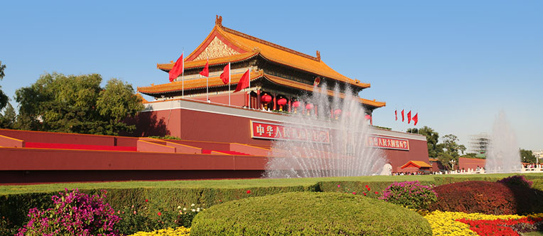 Admire the remarkable building at the Tiananmen Square