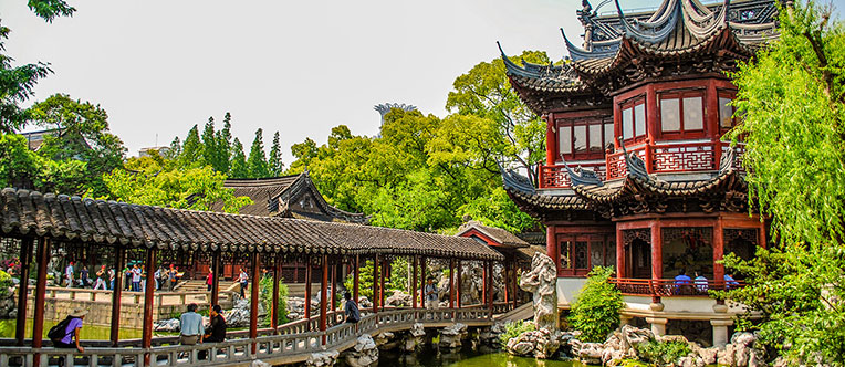 Admire the delicate garden landscaping in Yu Garden