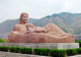 Sculpture of the mother Yellow River