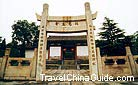 This stone gateway, in front of the former residence of Xuanzong, shows people''s compliments to him.