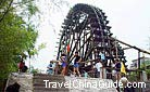 Wind wheel rouses great interest among tourists to Lanzhou.
