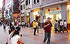 Shopping on Beijing Road is always the most popular entertainment for the locals and tourists alike.