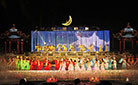Actresses performing Song of Eternal Regret on the stage at the Huaqing Hot Springs.