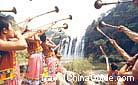 A local musical instrument show at the Huangguoshu Waterfall, Guizhou.