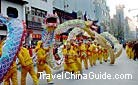 The bamboo-frame dragon is about 108 feet in length, dragon dance in the street, Suzhou.