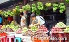 Here is a fruit market that abundant fruits are on sale. Bananas hanging over the head, Pitayas and other fruits are sure to attract you to stop and buy some.