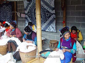 Tie dyeing by Bai Minority people