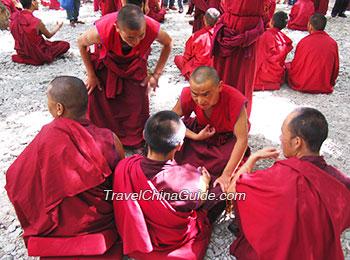 Sutra-debate in Sera Monastery