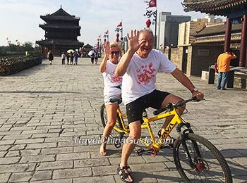 Have fun on Xi'an City Wall