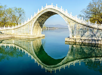 A graceful arch bridge